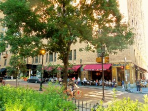 Parc Is One Of Those Restaurants That Sit Overlooking The Square Outdoor Dining In A Cafe Atmosphere Great Music Playing Background